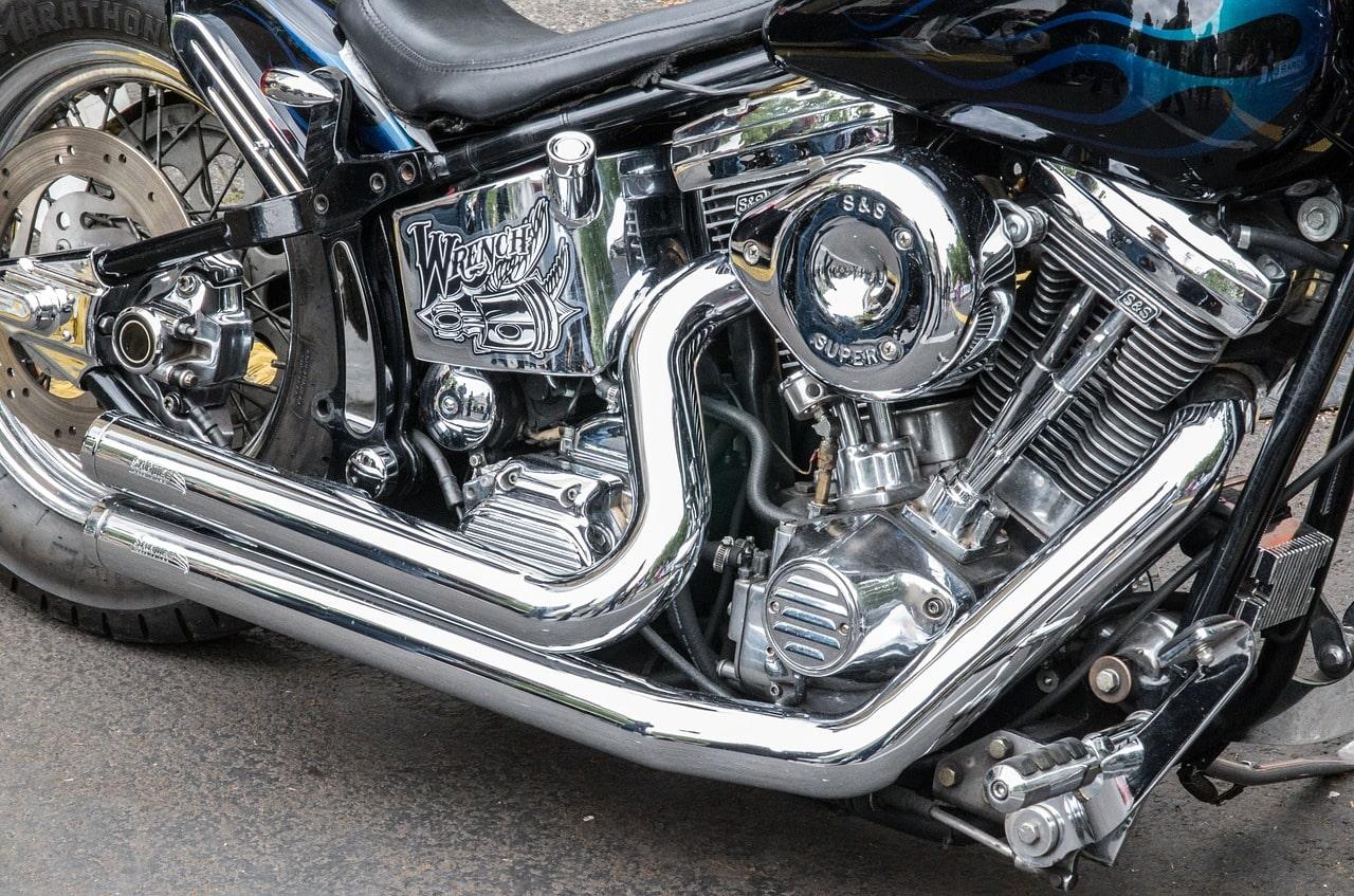 めっき加工されたバイク